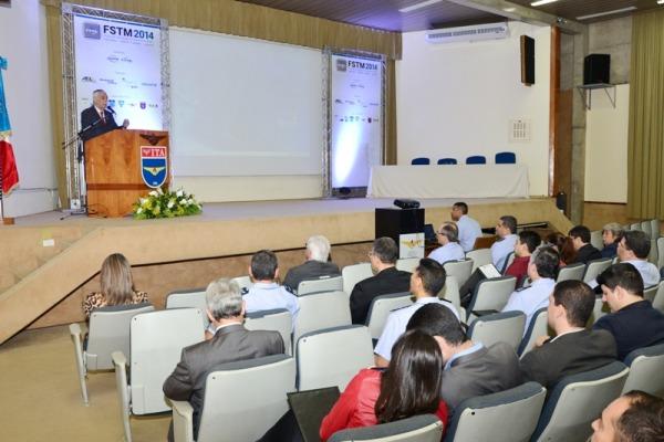 Forum discute simulação e treinamento militar  SO Augusto