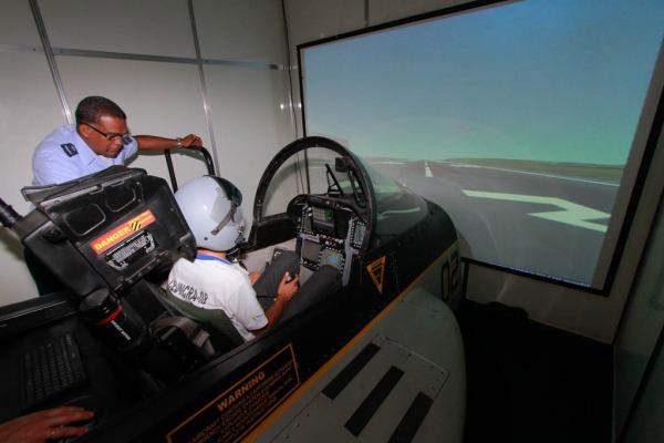 No simulador é possível  fazer reabastecimento em voo no cargueiro KC-390  Sgt Jhonson/Agência Força Aérea
