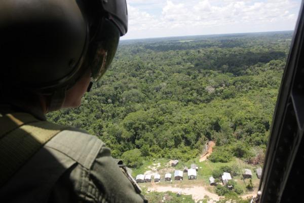 Em todo o estado, helicópteros da FAB chegam a diversos locais de difícil acesso, como seringais, aldeias indígenas e comunidades ribeirinhas