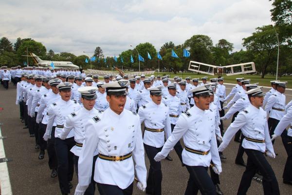 Cadetes da AFA desfilaram durante a cerimônia  Sargento Batista/ Agência Força Aérea