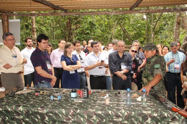 Apresentação dos materiais utilizados pelos militares  ASPAER