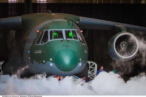 O jornal também mostra como foram as comemorações pelo dia do Aviador ao redor do Brasil