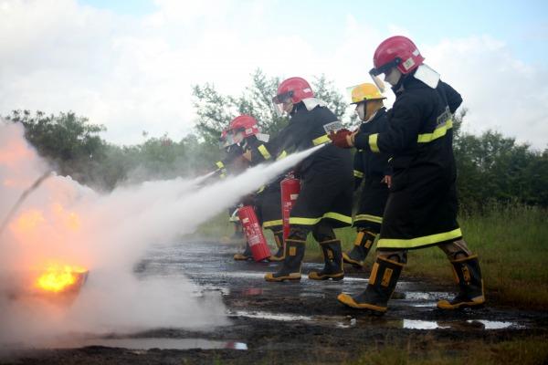 Operação com extintores  SCS do BINFAE-CO