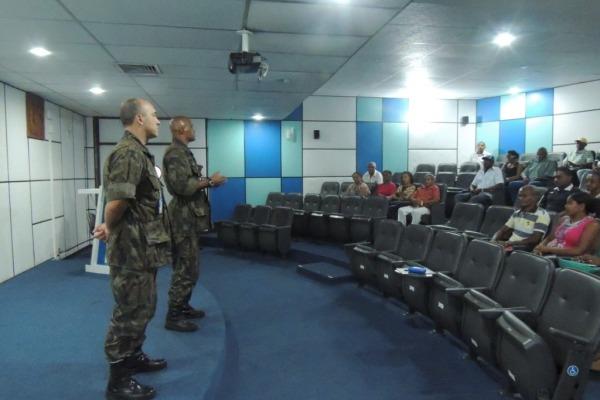 Lideranças comunitárias em reunião no CLA  1º Sgt Daniel/ CLA