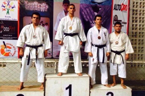Os militares competiram no 7º Torneio de Karatê Interestilos de Santa Cruz do Capibaribe