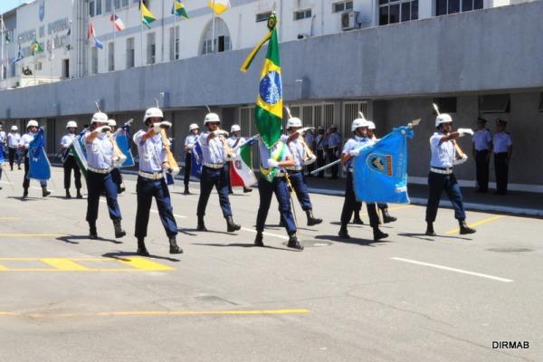 Desfile da tropa com Bandeira Nacional  Sgt Lopes