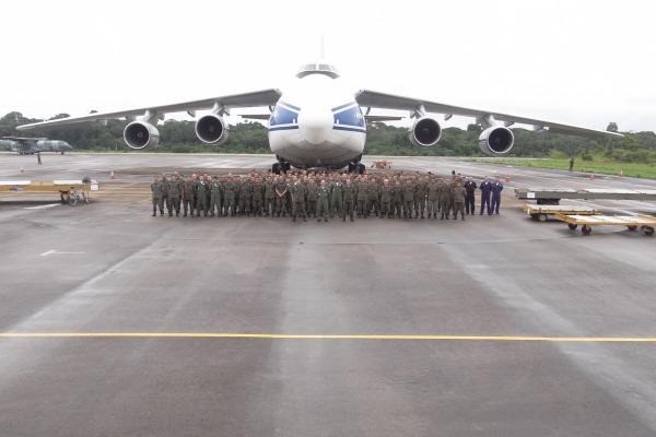 Militares brasileiros e a aeronave Antonov  BAPV