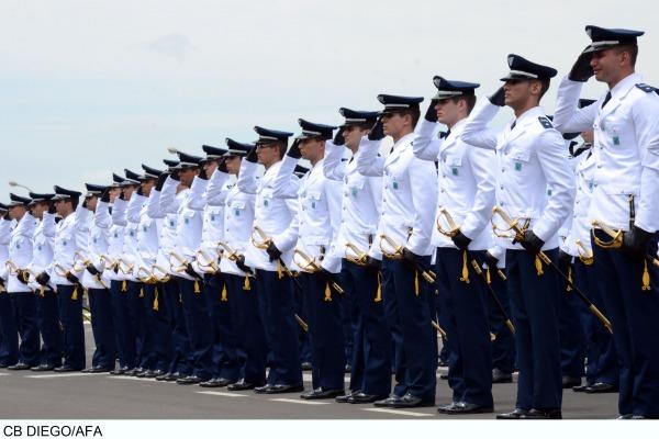 Cerimônia marca início da carreira dos futuros oficias da Força Aérea Brasileira
