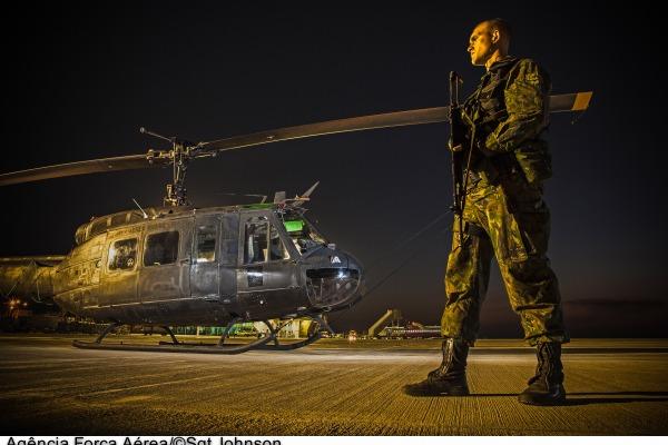 Os militares são responsáveis pela segurança e defesa, além de missões de busca e salvamento e operações especiais