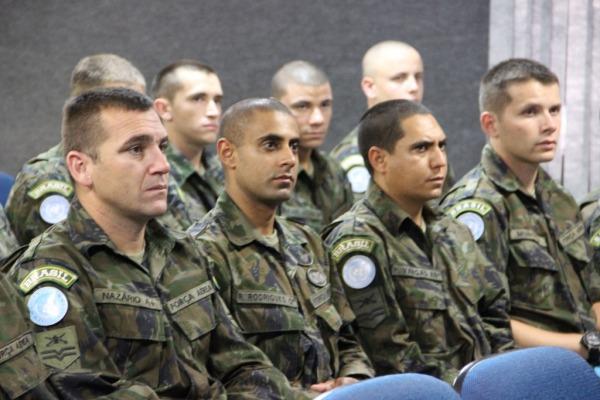 O grupo é formado por oficiais, sargentos, cabos e soldados  Ten Emília / COMAR V