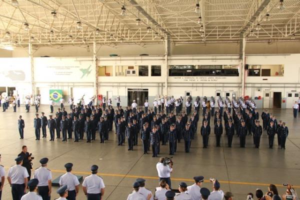 VII COMAR forma mais 100 sargentos em Manaus  Asp Cassia Guterres