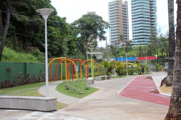 A praça Orungan tem três mil metros quadrados e conta com ciclovia e equipamentos de lazer