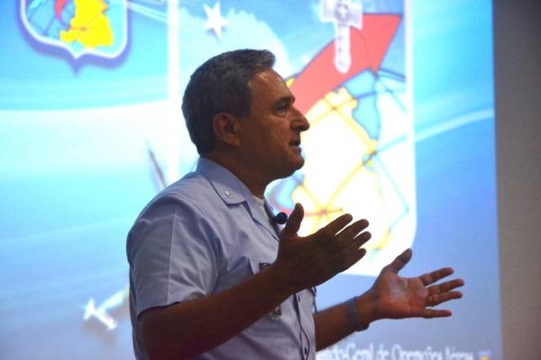 Comandante do COMGAR ministra aula inaugural  SD Canário