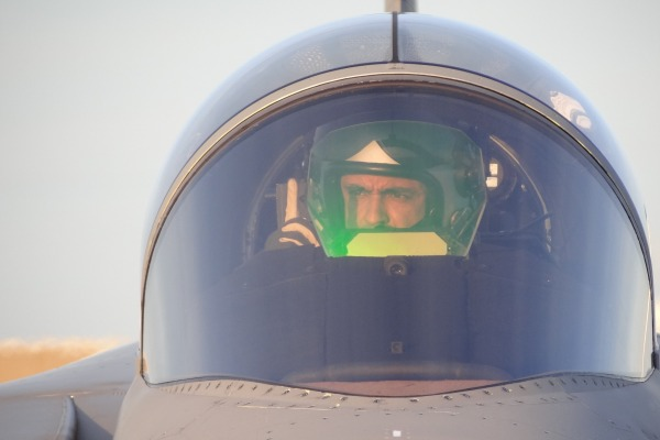 Aviadores da FAB voaram pela primeira vez sem instrutores suecos
