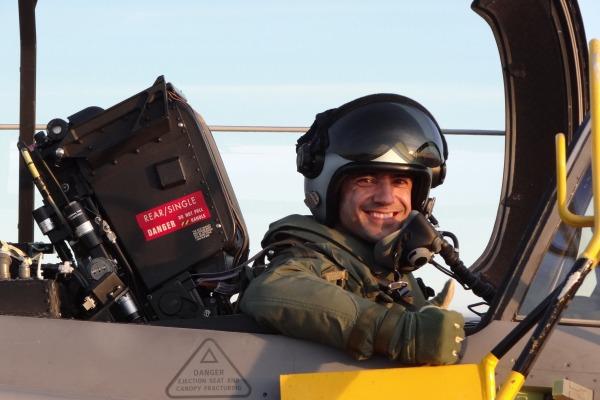 Pilotos Brasileiros Fazem Voo Solo na Suécia