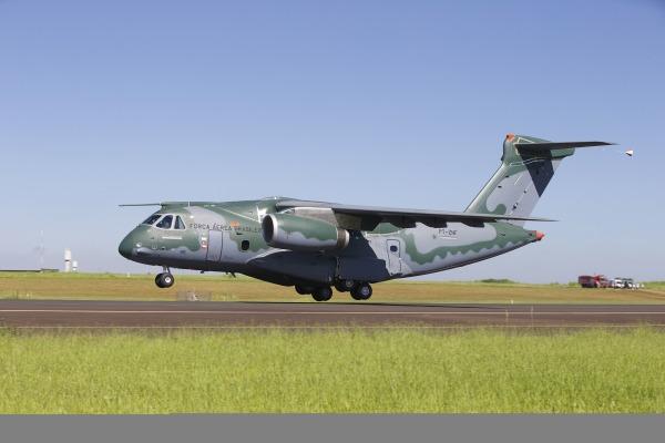 Voo durou 1h19 minutos e testou sistemas da maior aeronave já projetada no Brasil