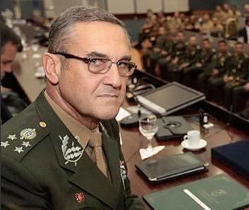Novo Comandante do Exército  Ministério da Defesa