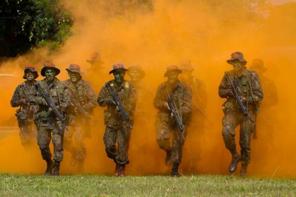 Acompanhe como é o treinamento dos militares que atuam em missões de busca e salvamento