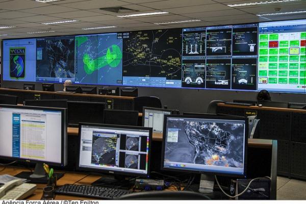 Sistemas de acompanhamento do tráfego aéreo  DECEA