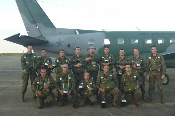 Curso formou 11 militares mestres de salto e precursores paraquedistas  PARA-SAR