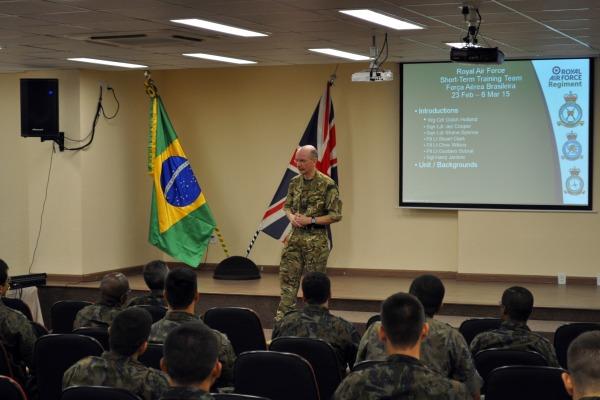 Sete militares ingleses participam do evento  Ten Helena Viza / Agência Força Aérea