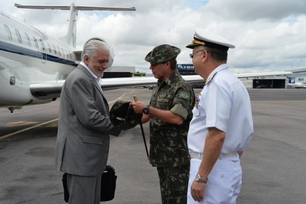 Jaques Wagner está na Amazônia para conhecer ações dos militares na região