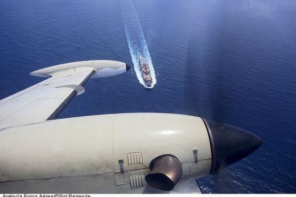 Avião P-95 fiscaliza tráfego naval  Sgt Paulo Rezende / Agência Força Aérea