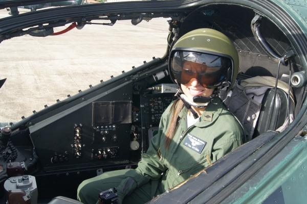 Ela é responsável por acionar os armamentos  Sgt Guto / Esquadrão Poti