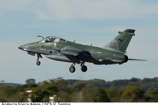 """A aeronave modernizada tem equipamentos como """"iscas"""" para mísseis inimigos"""