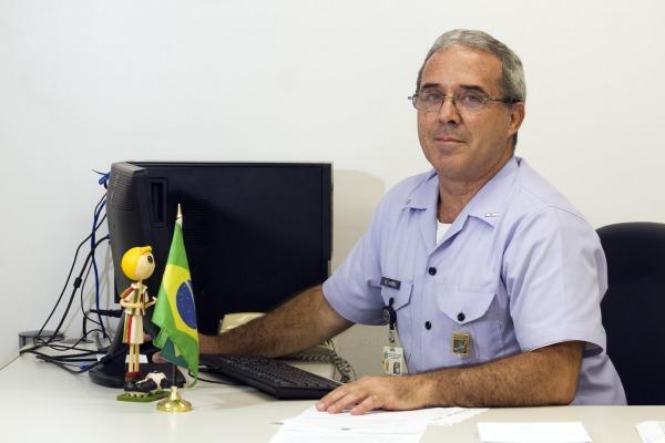 O Suboficial Daumas, especialista em meteorologia, veste a farda da FAB há quase 38 anos
