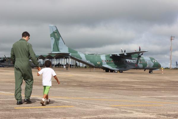 A base recebeu jovens carentes e filhos dos militares da organização