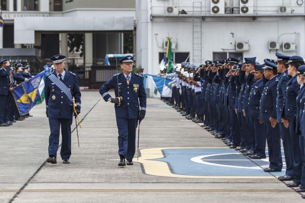 Novo e ex-diretor passam em revista à tropa  Sgt Rezende/Agência Força Aérea
