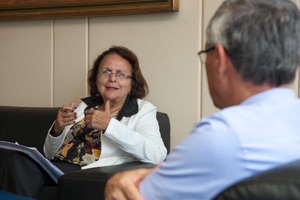 Deputada Jô Moraes defende aproximação entre a FAB e o legislativo