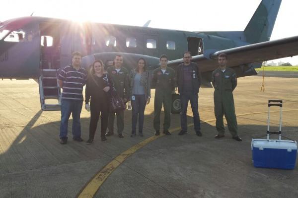 A Aeronave C-95 Bandeirante fez o deslocamento na madrugada de terça-feira (28/04)