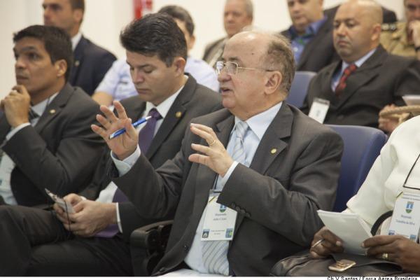 Deputado Júlio César tira dúvidas  Sgt Bruno Batista / Agência Força Aérea