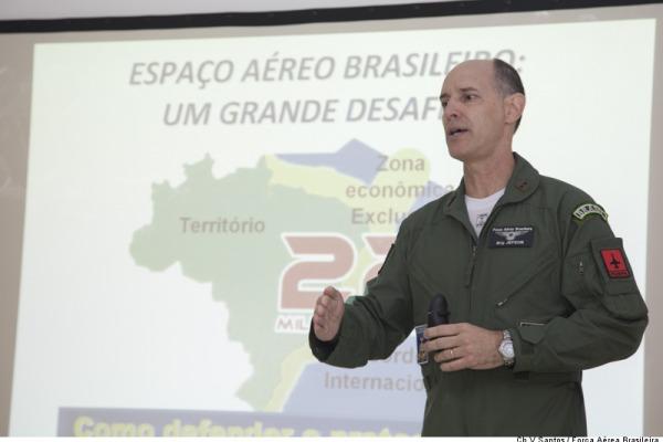 O objetivo foi mostrar as ações da FAB ao cidadão brasileiro através de seus representantes políticos