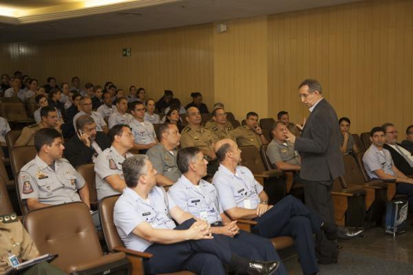 140 militares e civis das Forças Armadas e auxiliares discutiram temas como mídias sociais