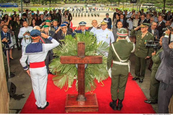 Veteranos de guerra e ex-combatentes foram homenageados