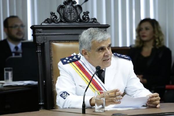 O militar tem 43 anos de serviço ativo na Força Aérea Brasileira