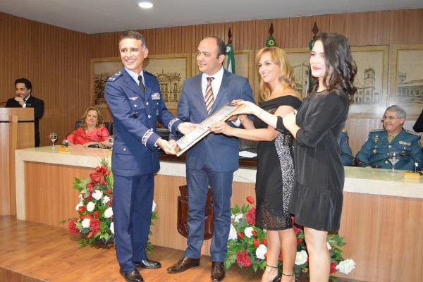 O homenageado comanda a unidade responsável pela formação operacional dos aviadores da FAB