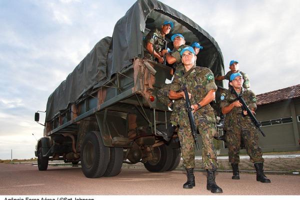Militares da FAB em treinamento para missão  Sgt Paulo Rezende / Agência Força Aérea