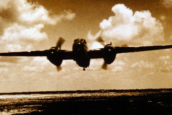 Em 22 de maio de 1942, a aeronave B-25 abriu fogo contra submarino inimigo