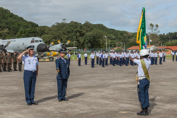 Os esquadrões da Patrulha operam as aeronaves P-3AM e P-95