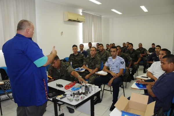 Iniciativa visa preparar militares ao mercado de trabalho após término do serviço ativo