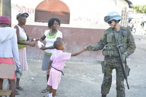 Militar(es) da FAB durante Missão no Haiti  Acervo CONTBRAS - Contingente Brasileiro