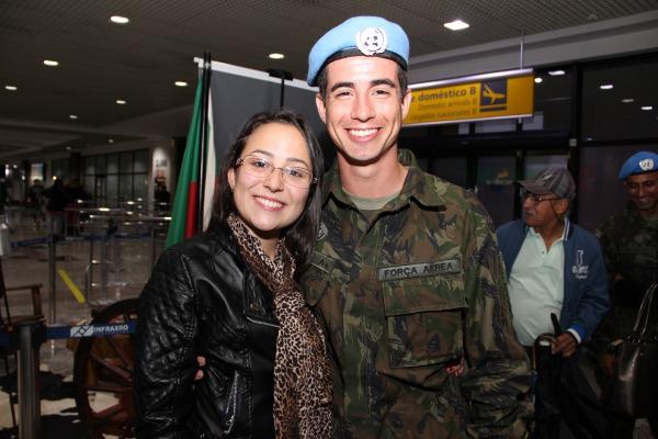 Quando um militar vai para uma missão no exterior, o desafio de quem fica é enfrentar a saudade
