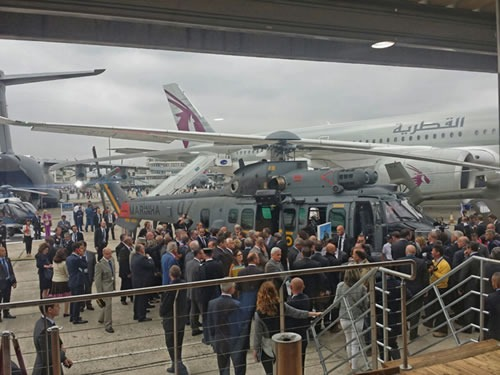 A aeronave está exposta na 51ª Paris Air Show, a mais antiga feira de aviação do mundo