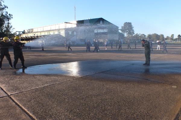 Logo após o voo, Pedro foi batizado pelo Esquadrão Pampa  2S Fischer/ Esquadrão Pampa