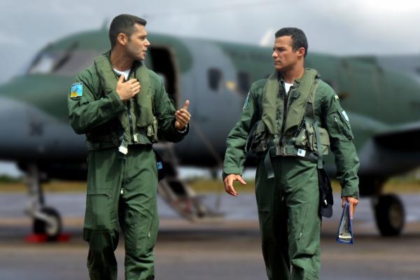 A partir da saída da Academia da Força Aérea, o piloto que escolher a aviação de transporte aprende a voar no C-95 Bandeirante