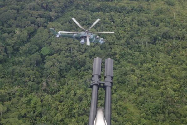 Durante os treinamentos, os pilotos simulam situações em que os AH-2 Sabre engajam em combate aéreo com a outra aeronave